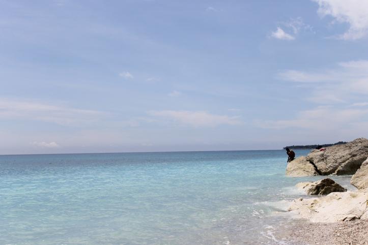 Birunya laut Pantai Kolbano