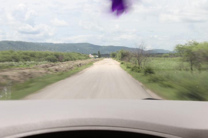 jalan menuju pantai kolbano TTS
