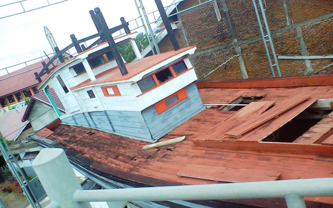 kapal di atas rumah tsunami aceh