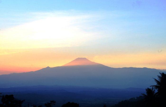 sunrise gunung slamet dari desa jipang