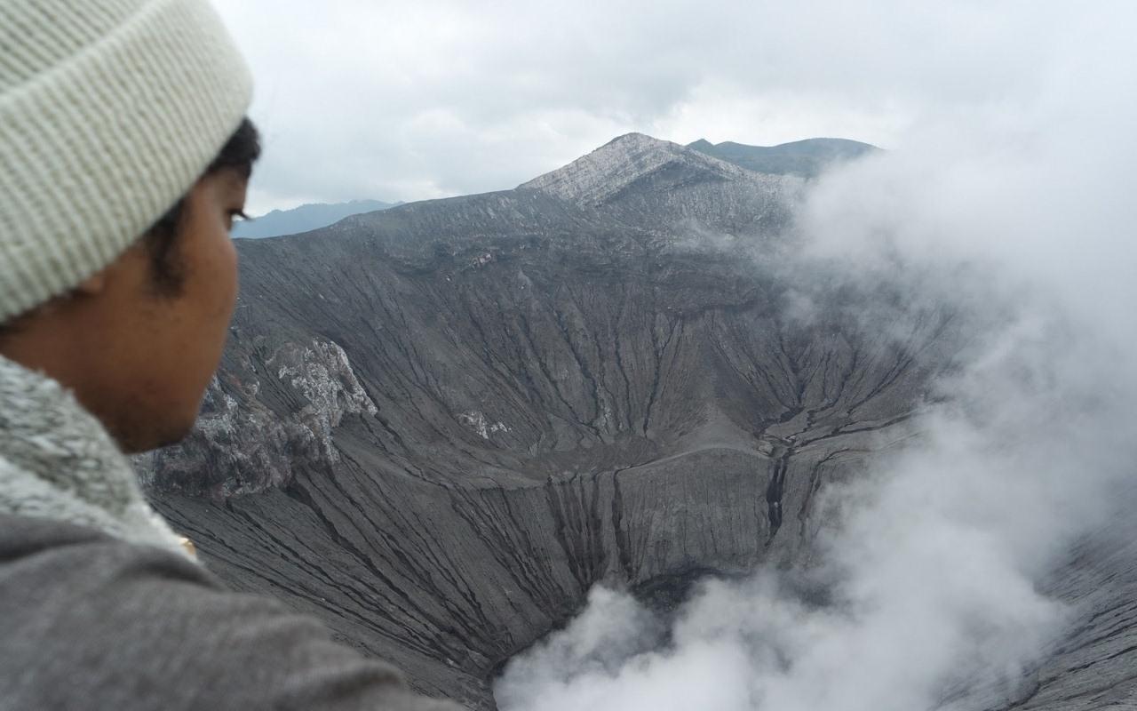 belerang di puncak gunung bromo