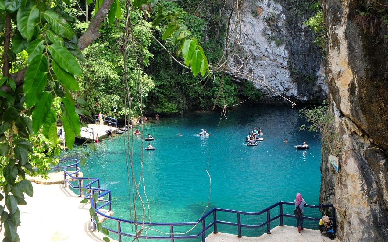 wisata sulawesi tenggara danau biru
