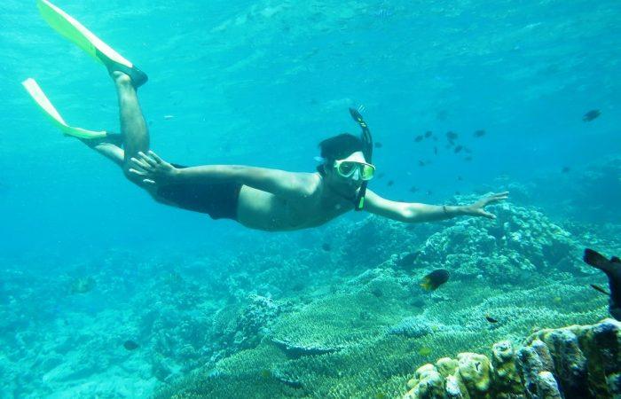 snorkeling di pantai olele