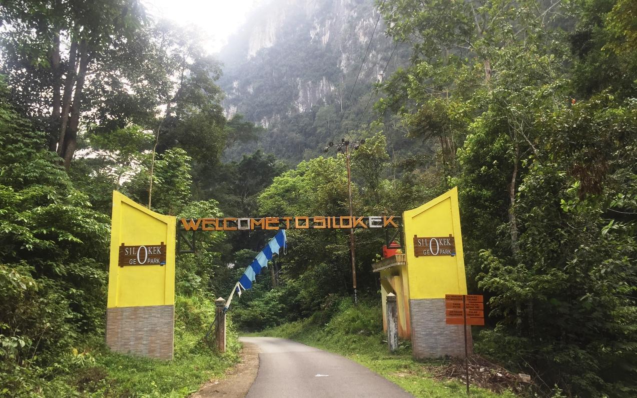 pintu gerbang geopark silokek